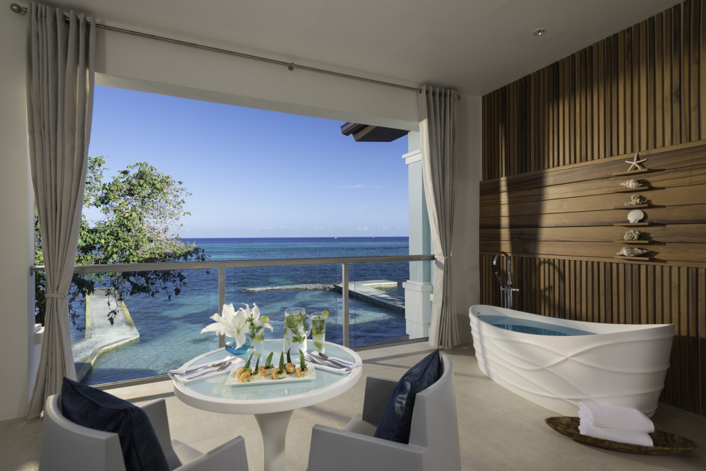 Sandals Montego Bay - Millionaire beachfront butler suite with balcony tub - balcony view